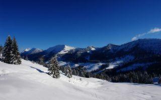 Заставки горы,небо,облака,снег,покров,голубое,деревья