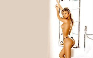 Бесплатные фото комната, кровать, стринги, грудь, сосок, трусики, блондинка
