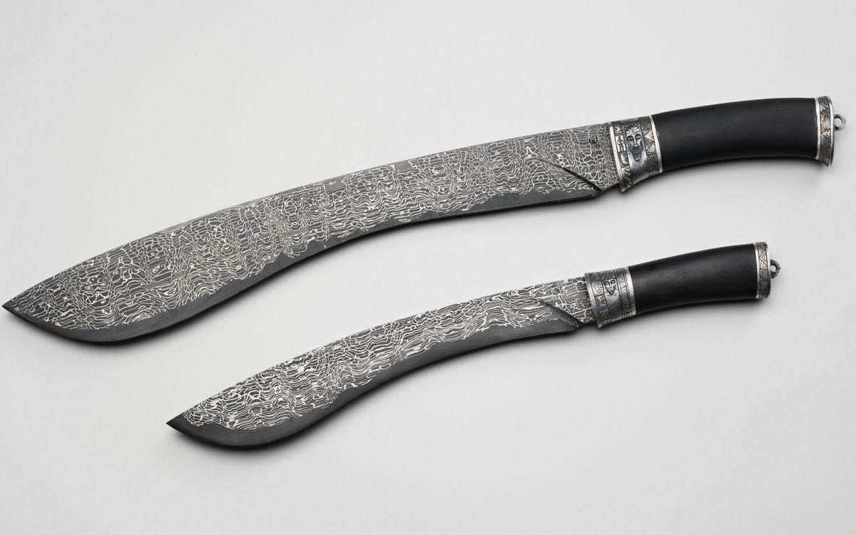 Обои ножи, мачете, сталь, узор, рукоятки, черные, оружие на телефон | картинки оружие