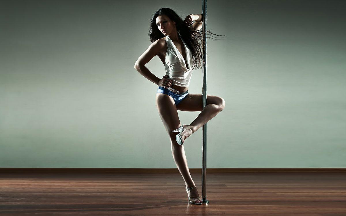 Фото бесплатно танцовщица, брюнетка, ноги - на рабочий стол