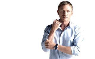 Бесплатные фото дэниэл крэйг,актер,в рубашке,на руке,часы,стиль,мужчины