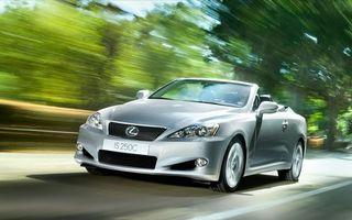 Бесплатные фото lexus,серебристый,на трассе,асфальт,тест драйв,скорость,машины