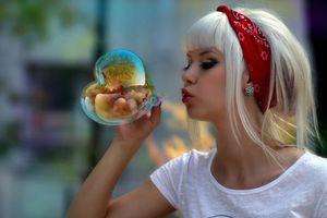 Фото бесплатно девушка, мыльный, пузырик