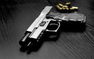 Бесплатные фото пистолет, пули, курок, прицел, выстрел, лежит, стол