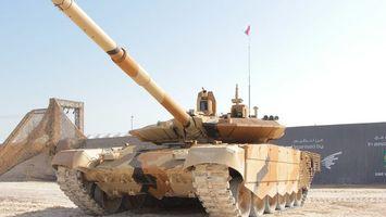 Бесплатные фото танк,т-90мс,большой,ствол,флаг,башня,песок