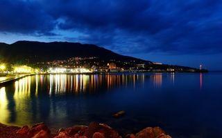 Бесплатные фото вечер,берег,море,город,огни,маяк,небо