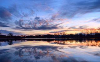 Бесплатные фото вечер,закат,река,отражение,небо,облака,деревья