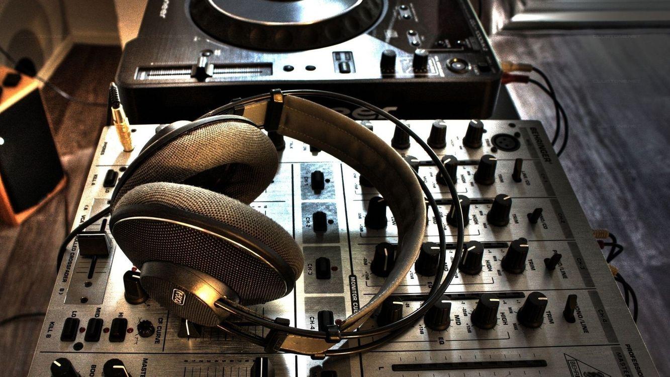 Photos for free headphones, equipment, speakers - to the desktop