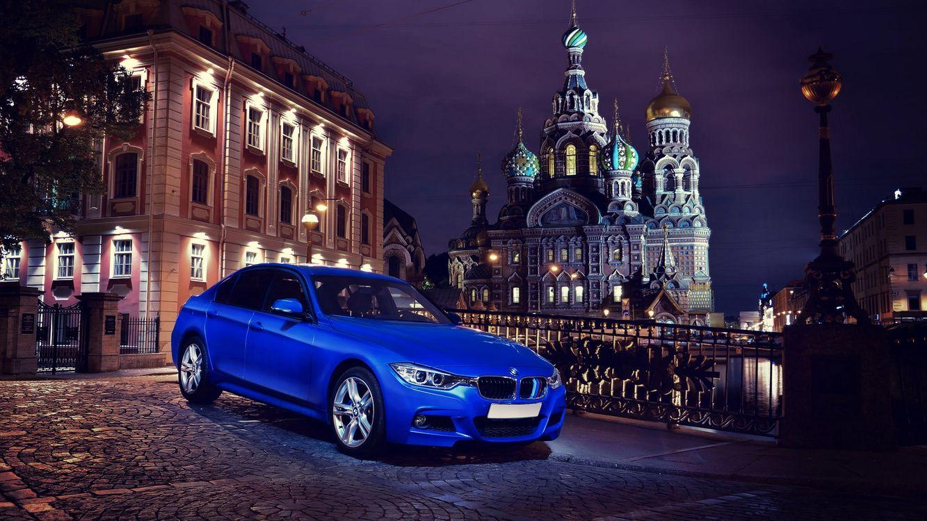Фото бесплатно бмв, синий, фары, диски, брусчатка, храм, машины, машины