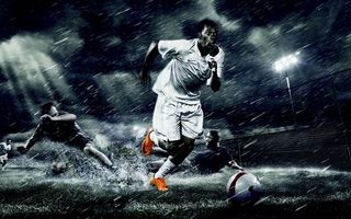 Бесплатные фото футболист,поле,газон,дождь,трава,мяч,удар