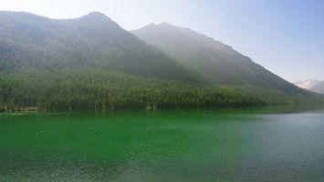 Фото бесплатно горы, холмы, лес, деревья, озеро, вода, пруд, волны, пейзажи