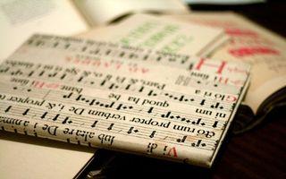 Бесплатные фото книга, обложка, надпись, слова, записи, стол, символы