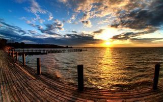 Фото бесплатно море, волны, причал, небо, вода, закат, тучи, горизонт, пейзажи