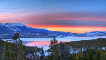 Бесплатные фото озеро,горы,снег,закат,небо,дерево,пейзажи