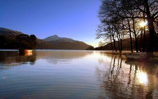 Бесплатные фото река,лодка,горы,небо,солнце,деревья,природа