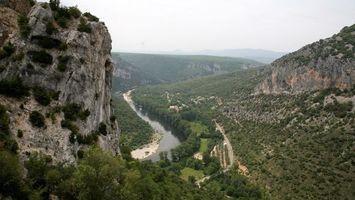 Бесплатные фото река,вода,лес,деревья,зелень,горы,камни