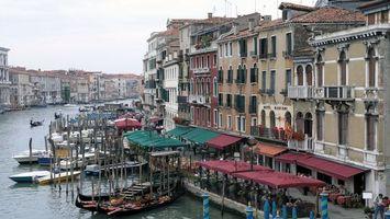 Бесплатные фото здания, канал, вода, лодки, люди, день, светло