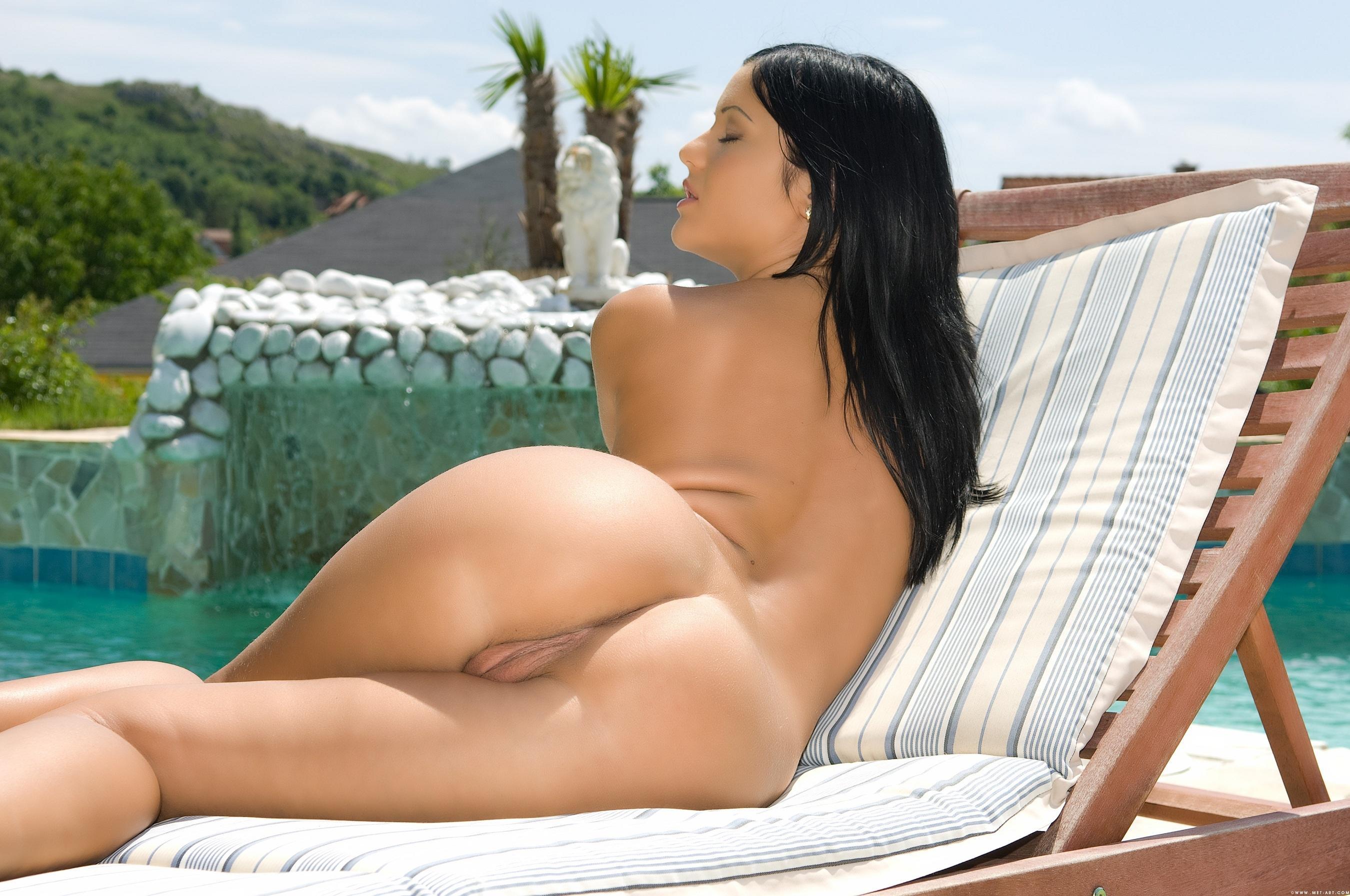 Самые сексуальные брюнетки голые 22 фотография