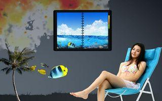 Фото бесплатно девушка, рыбки, шезлонг