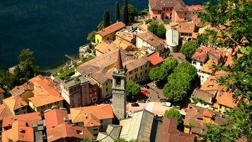 Бесплатные фото дома,крыши,деревья,машины,люди,вода,город