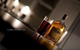 Фото бесплатно martell, алкоголь, градусы, спирт, бутылка, бренд, название, стакан, коричневый, цвет, стол, кухня, бар, стойка, напитки