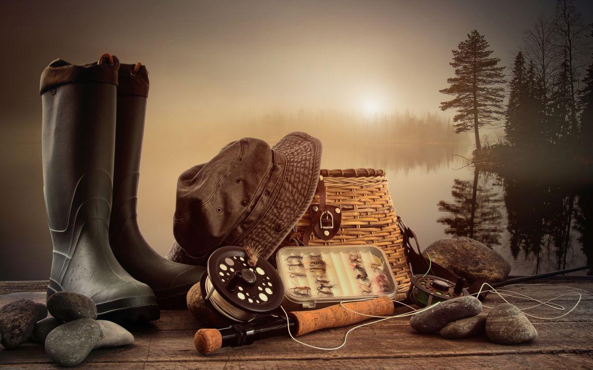 Фото бесплатно удочка, камни, сапоги, резиновые, наживки, крючки, лес, деревья, снаряжение, разное, разное