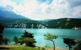 Бесплатные фото вода,река,берег,деревья,холмы,трава,природа