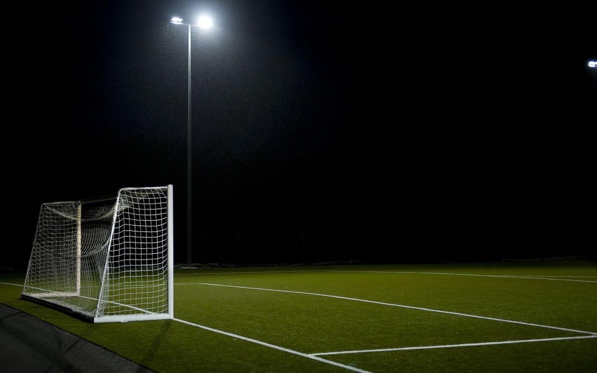 Фото бесплатно ворота, сетка, поле, фонарь, свет, трава, разметка, стадион, асфальт, столб, спорт, спорт