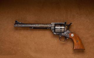 Бесплатные фото кольт,пистолет,оружие,коричневая рукоять