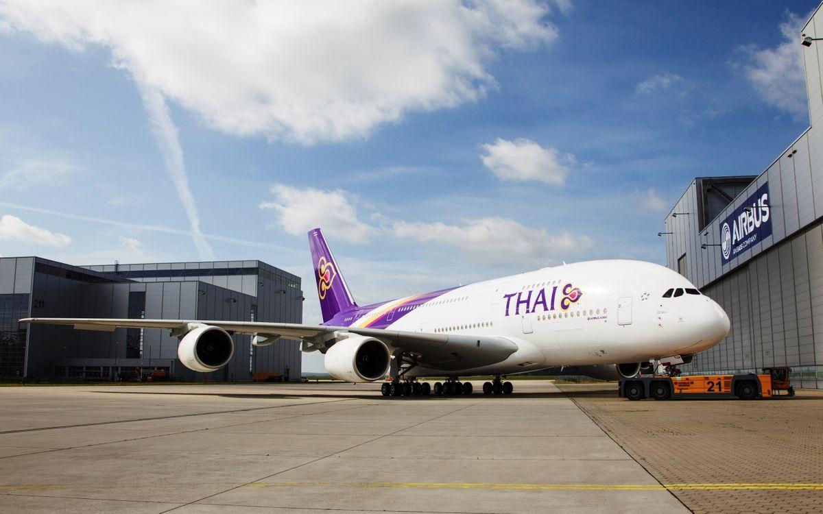 Фото бесплатно ангары, аэробус, самолет, пассажирский, крылья, турбины, шасси, авиация, авиация