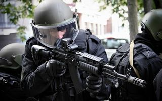 Бесплатные фото автомат,дуло,приклад,каска,маска,бойцы,оружие