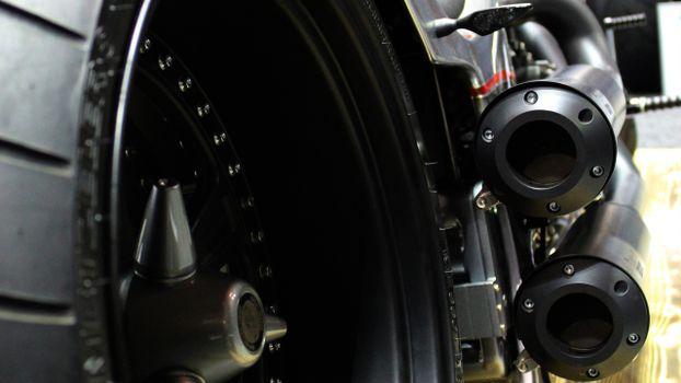Фото бесплатно колеса, выхлоп, цепь