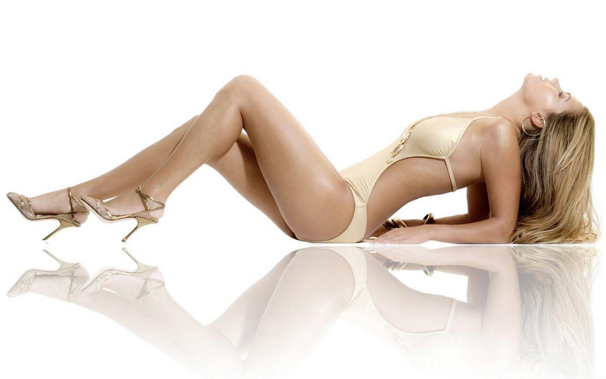 Фото бесплатно блондинка, лежит, купальник - на рабочий стол