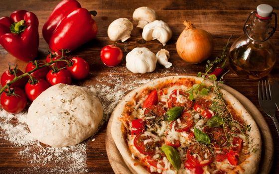 Фото бесплатно пицца, тесто, мука, помидоры, перец, грибы, лук, еда