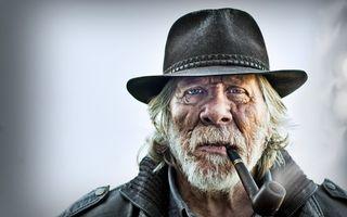 Бесплатные фото портрет старика,трубка,борода,усы,голубые,глаза,кожаная