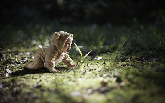 Бесплатные фото ребенок,малыш,комбинезон,ушки,трава,разное