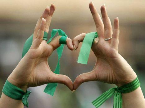 Фото бесплатно руки, символ, сердце, ленточка, кольцо, пальцы, ногти, маникюр, разное