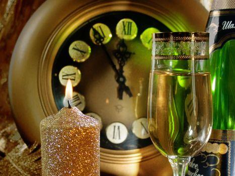 Бесплатные фото шампанское,бокал,свеча,огонь,время,стрелки,разное