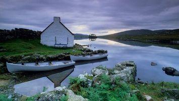 Бесплатные фото дом,берез,река,лодки,холмы,пейзажи