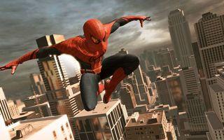 Фото бесплатно человек-паук, супергерой, костюм, прыжок, дома, здания