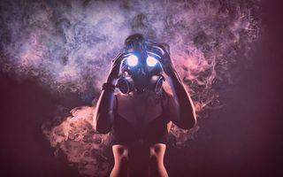 Фото бесплатно девушка, противогаз, дым