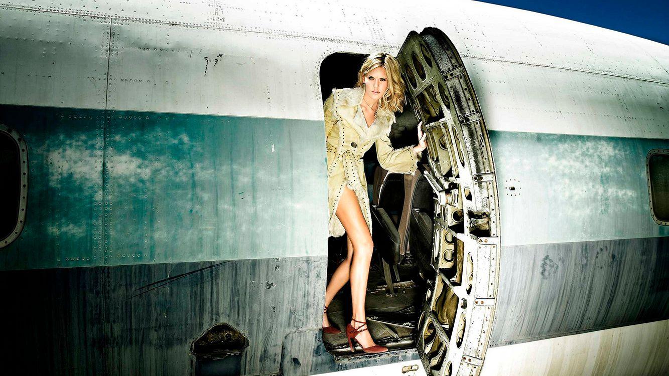 Фото бесплатно самолет, прическа, девочек - на рабочий стол