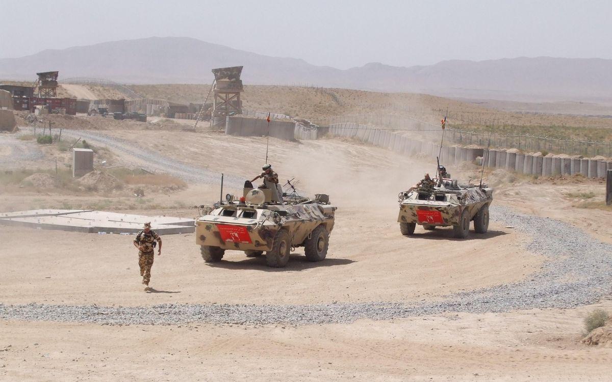 Фото бесплатно дорога, бтр, военные - на рабочий стол