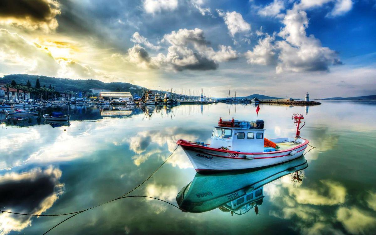 Фото бесплатно катер, причал, океан, судно, лодки, заводь, канат, небо, облака, пейзажи, пейзажи