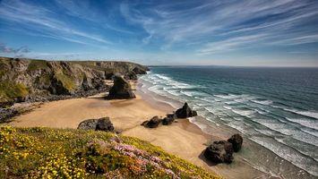 Фото бесплатно море, океан, волны, небо, облака, камни, песок, пляж, трава, цветки, пейзажи