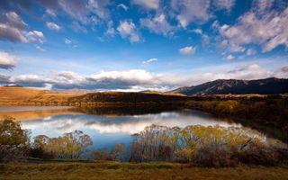 Бесплатные фото озеро,отражение,сопки,горы,трава,небо,облака