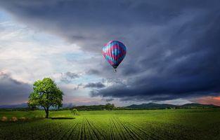 Фото бесплатно поле, деревья, тучи, воздушный шар, горизонт, пейзаж