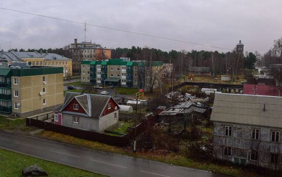 Бесплатные фото Приозерск,дома,новостройки,разрушенный дома,дорога,дождь,сырость
