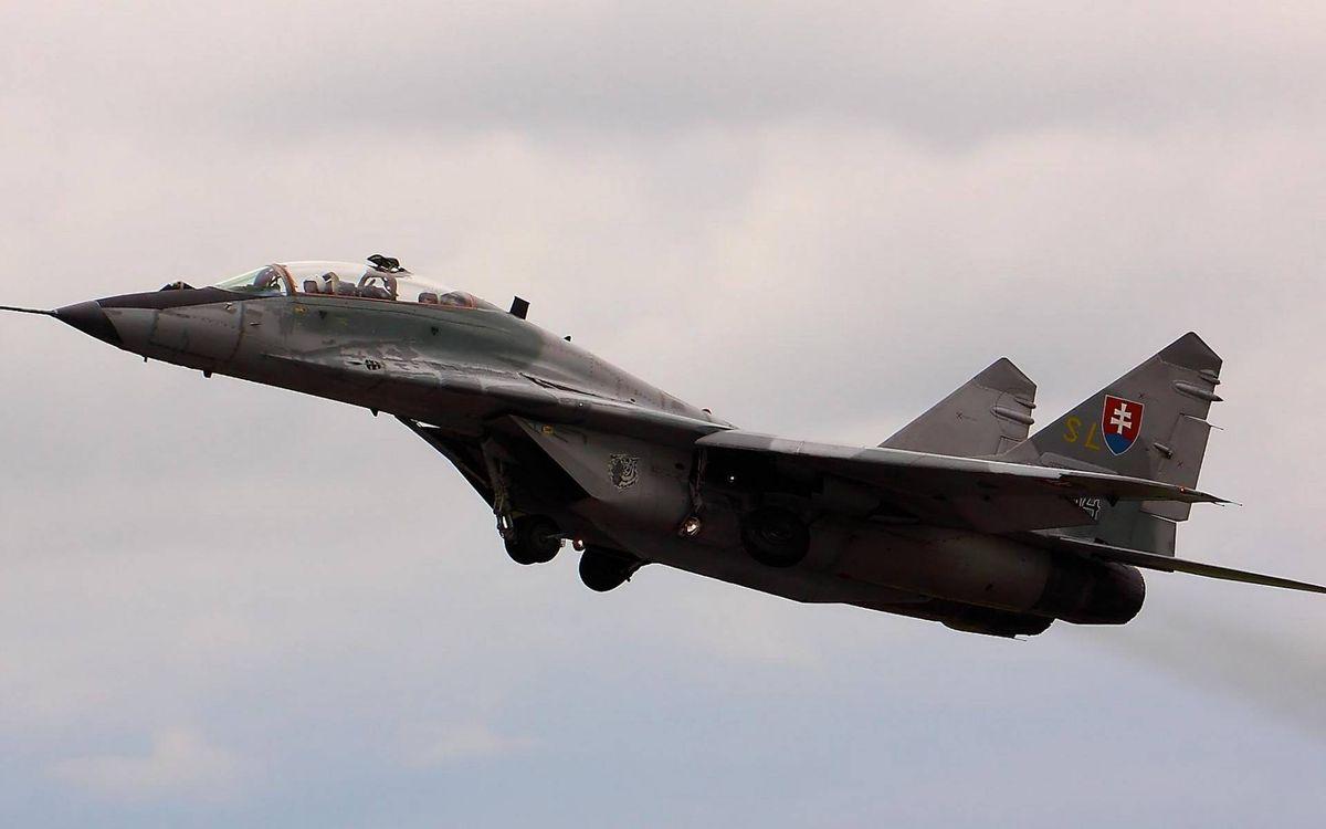 Фото бесплатно самолет, истребитель, кабина, пилот, крылья, хвост, полет, авиация