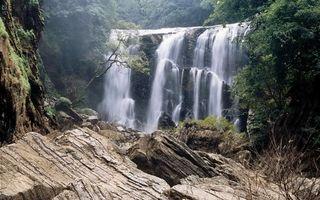 Фото бесплатно вода, река, водопад, горы, скалы, деревья, лес, природа